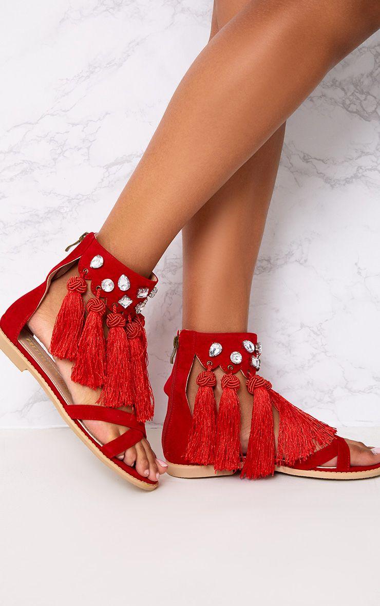 Sandales ornées de bijoux et de pampilles rouges