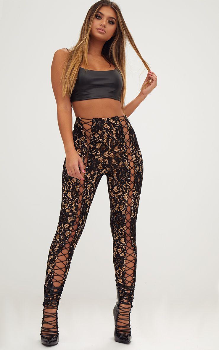 Pantalon skinny en dentelle noire détail oeillets
