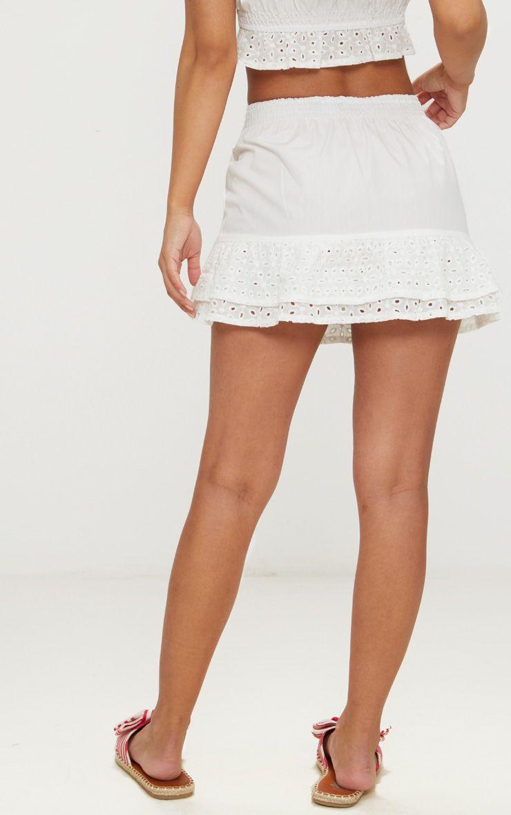 petite mini jupe blanche avec bande de broderie anglaise petite. Black Bedroom Furniture Sets. Home Design Ideas