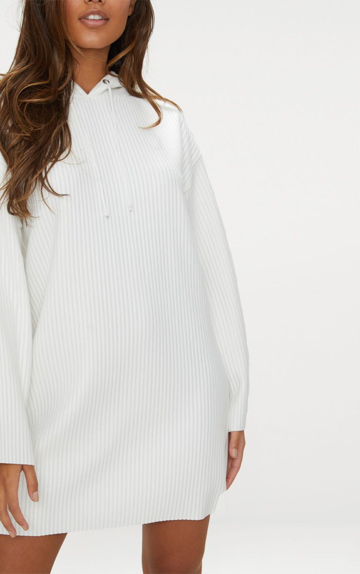 robe pull c tel e blanche capuche robes. Black Bedroom Furniture Sets. Home Design Ideas