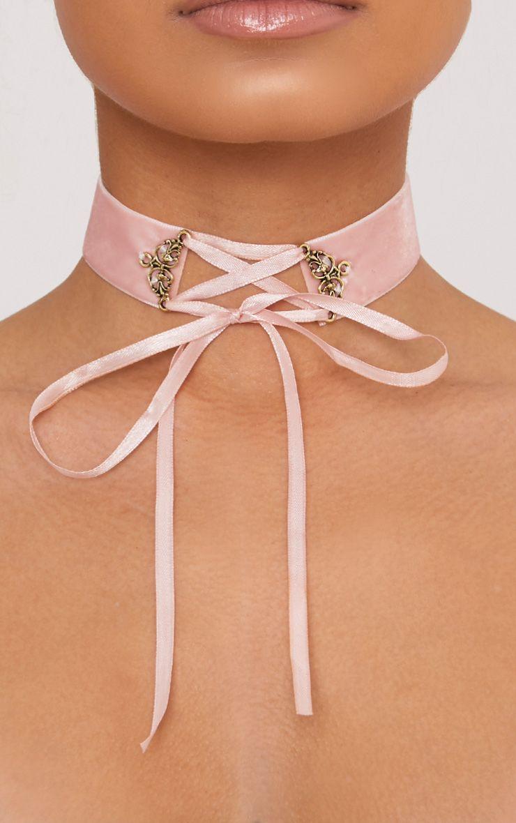 Maxime ras du cou à lacets velours rose pâle