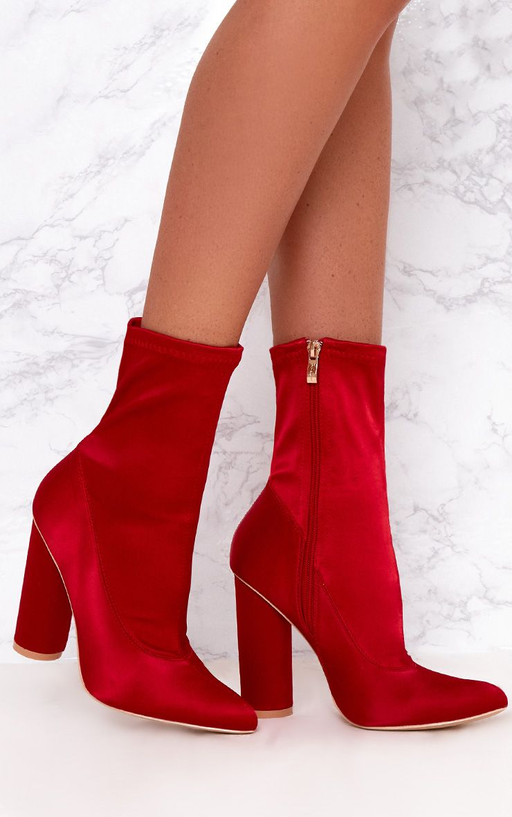 Bottines chaussettes rouges en satin