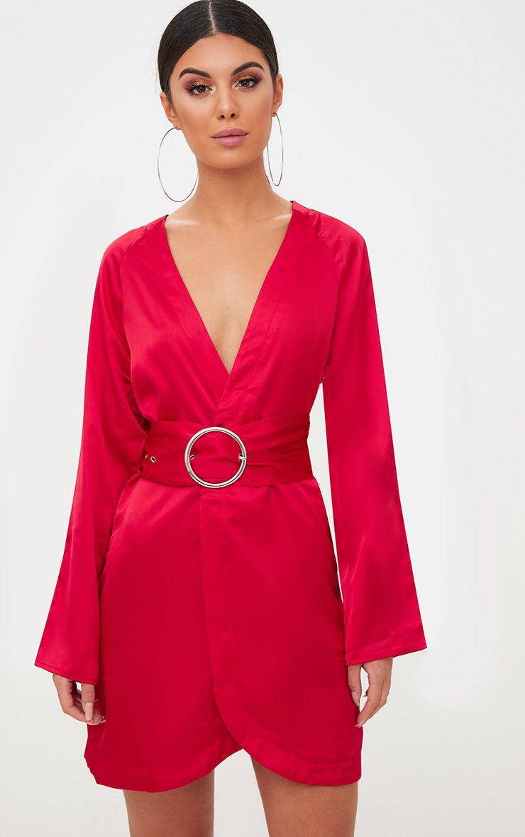 Robe chemise à ceinture en satin rouge 1