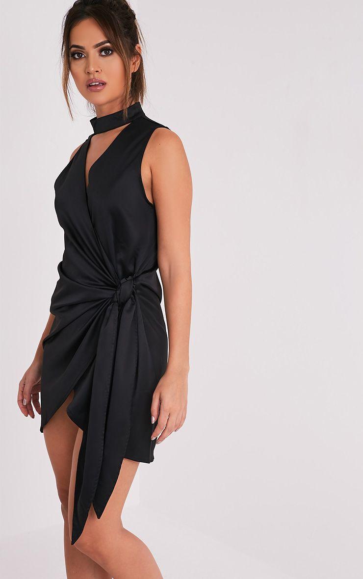Rebecca robe noire en satin à nouer à la taille et ras du cou 4