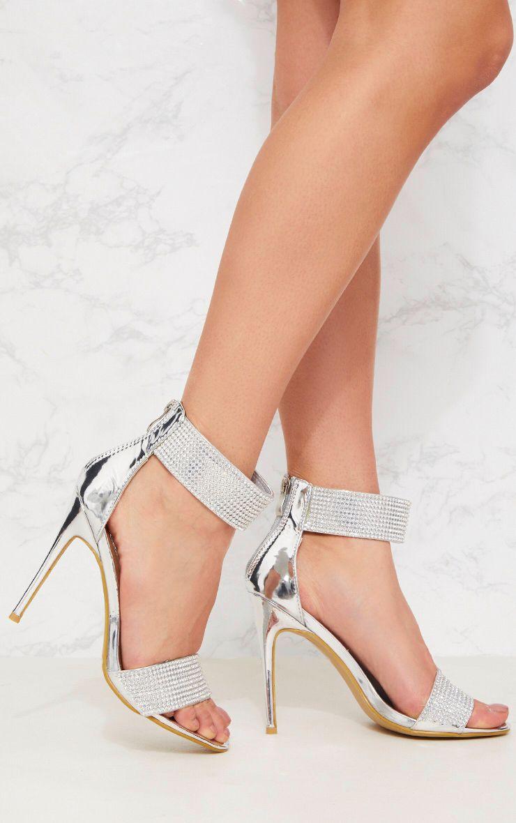 Sandales argentées à brides en strass