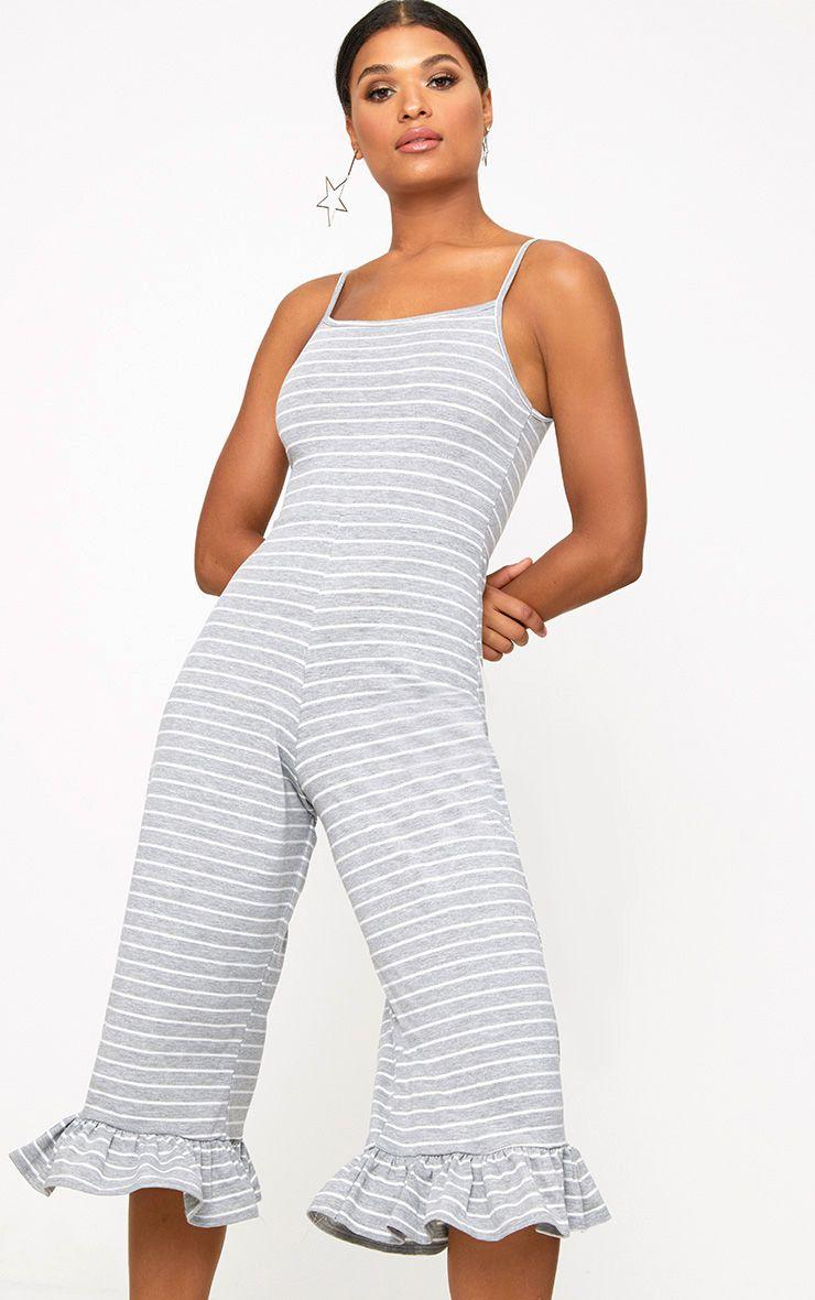 Combinaison jupe-culotte grise à rayures et ourlet volanté