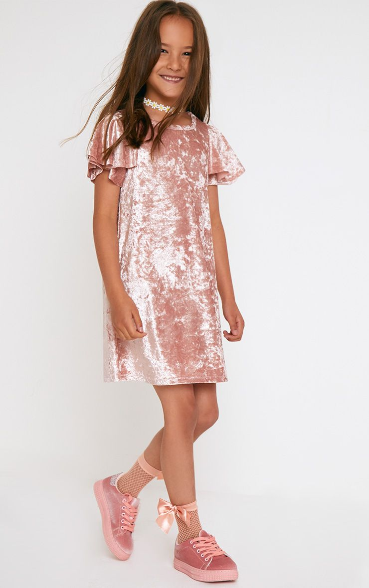 Robe en velours rose manches à volants