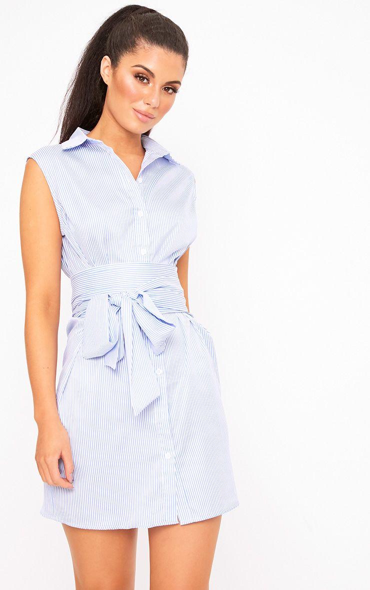 Robe chemise sans manches nouée à la taille à fines rayures bleue