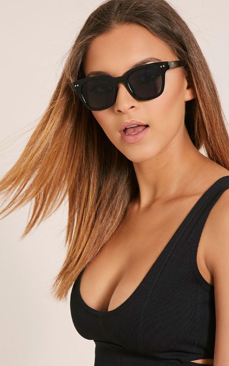 PRETTYLITTLETHING   Jonie Black Wayfarer Sunglasses, Black   Goxip
