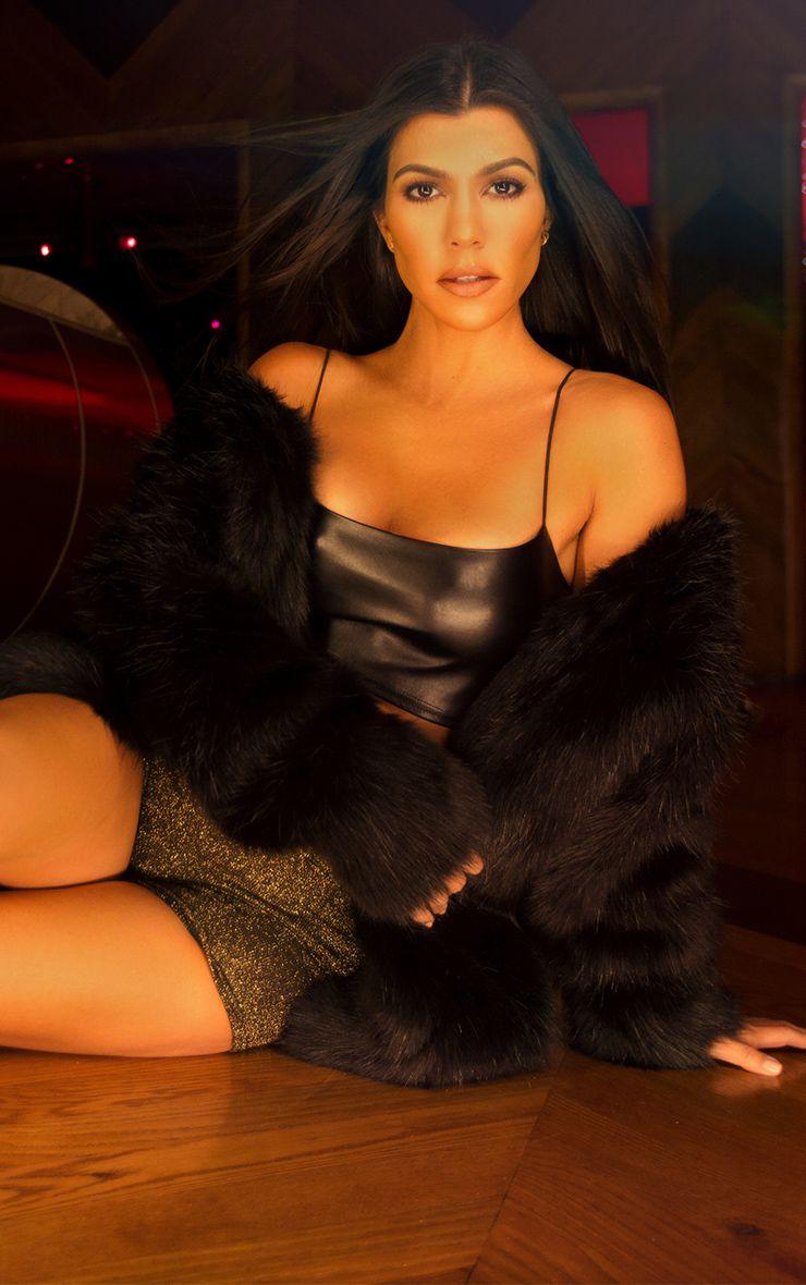 Manteau en fausse fourrure noire
