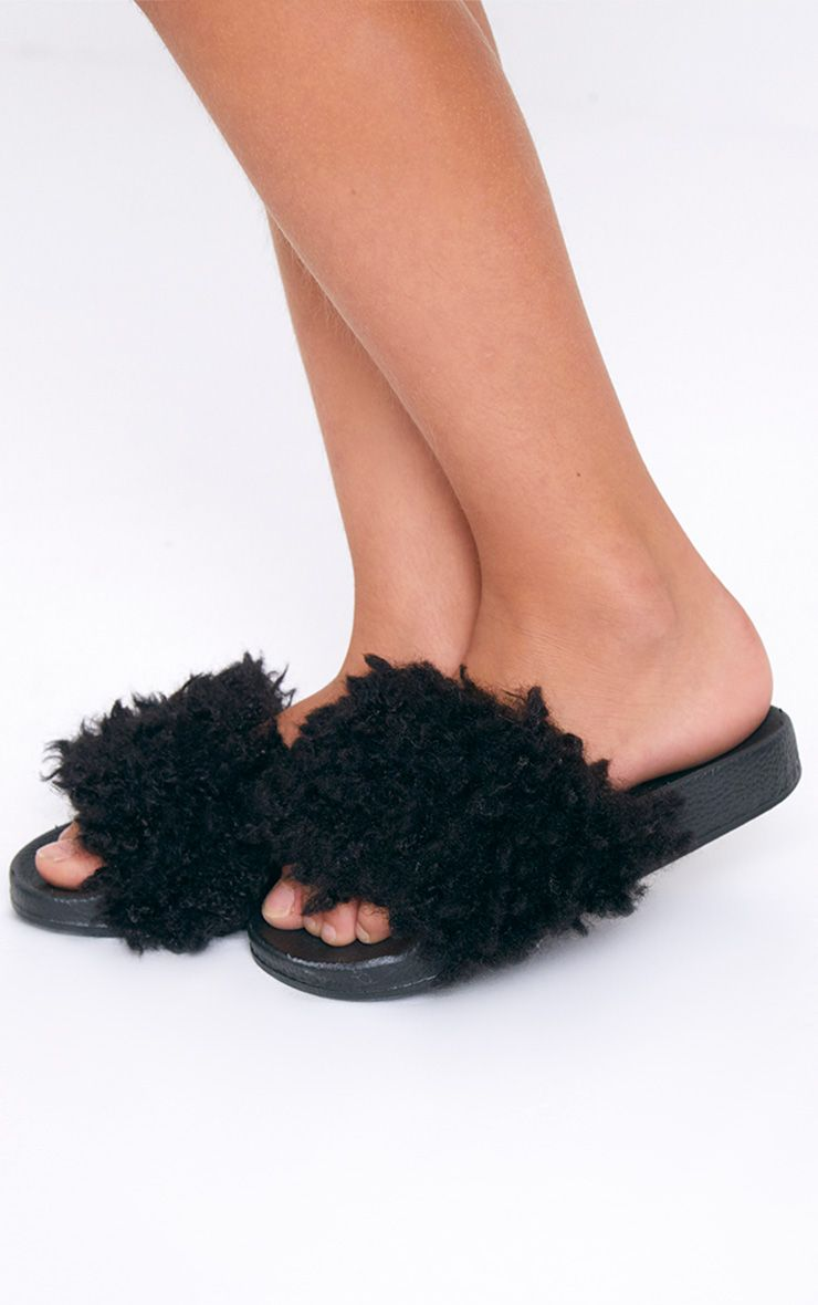 Black Fluffy Sliders