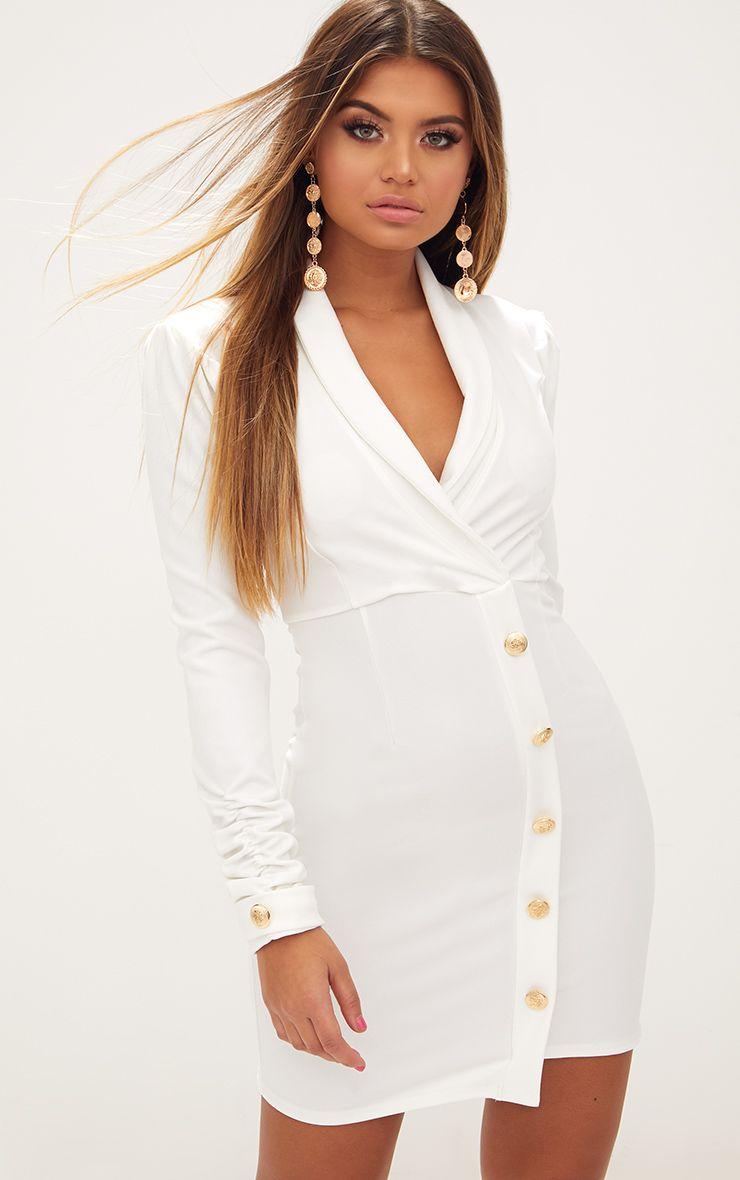 Robe blazer blanche à manches froncées et boutons dorés 1