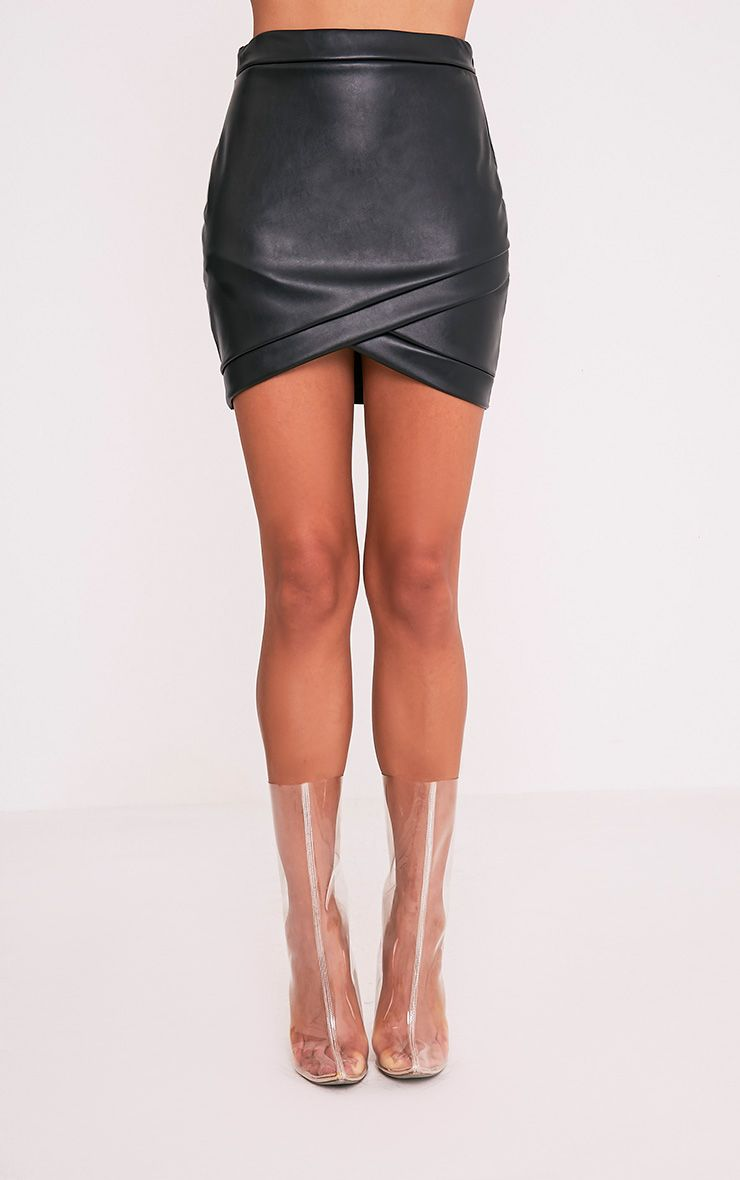 Gabriella minijupe noire imitation cuir 2