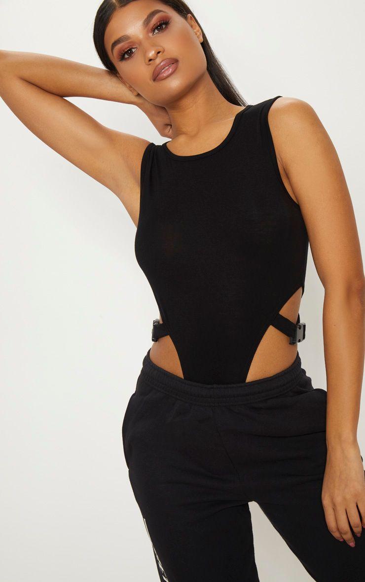 Body-string noir très échancré à boucles latérales