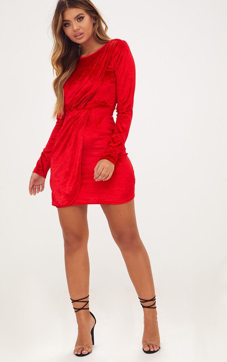 robe moulante cache coeur en velours rouge manches longues. Black Bedroom Furniture Sets. Home Design Ideas