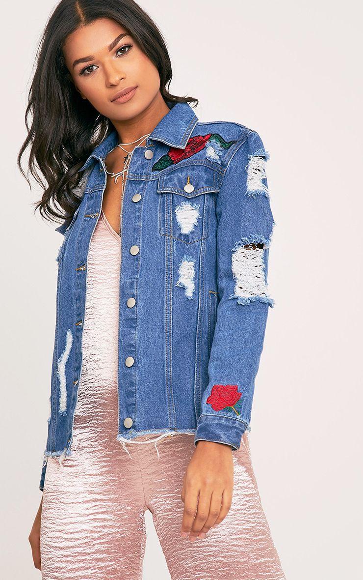 Evia veste en jean aspect vieilli délavage moyen à écussons rose et tigre