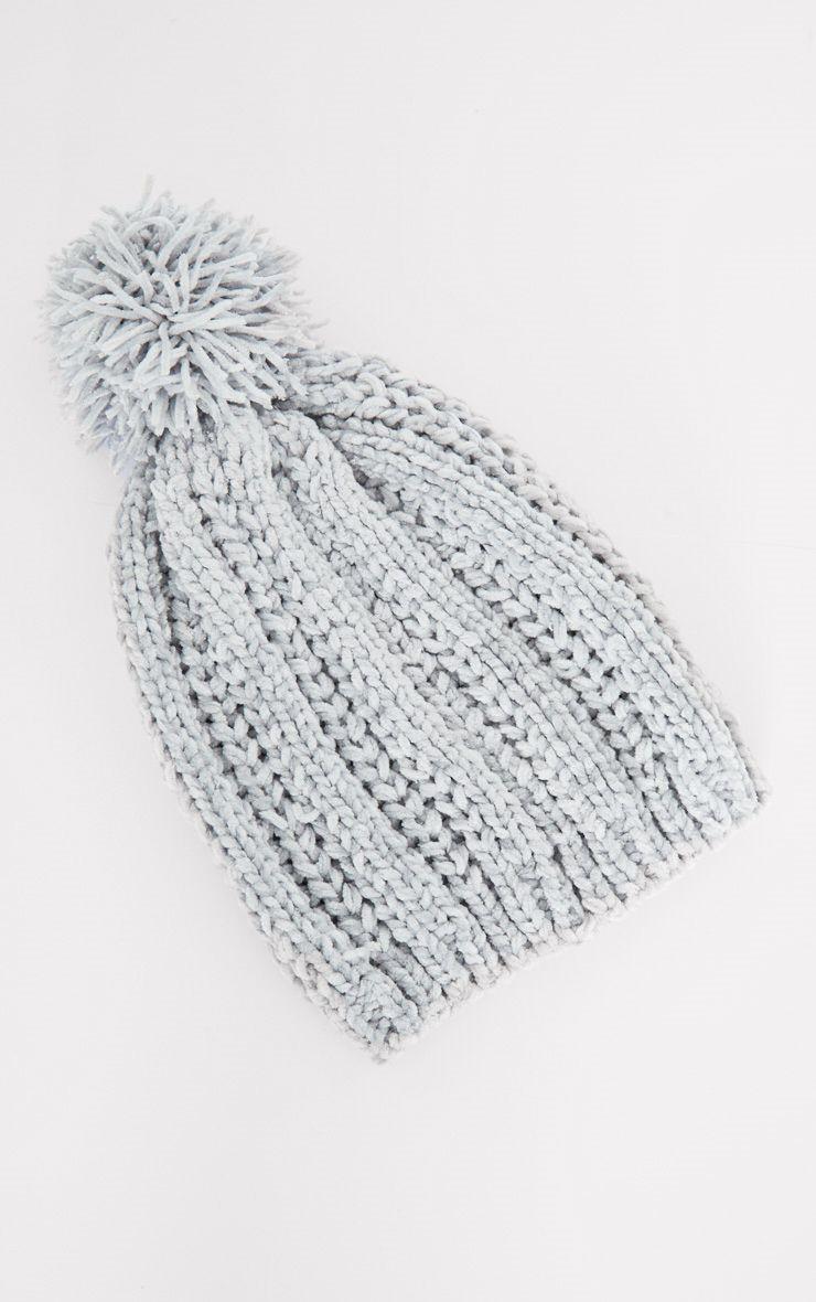 Bonnet en maille chenille grise avec pompon accessoires for Chenille grise