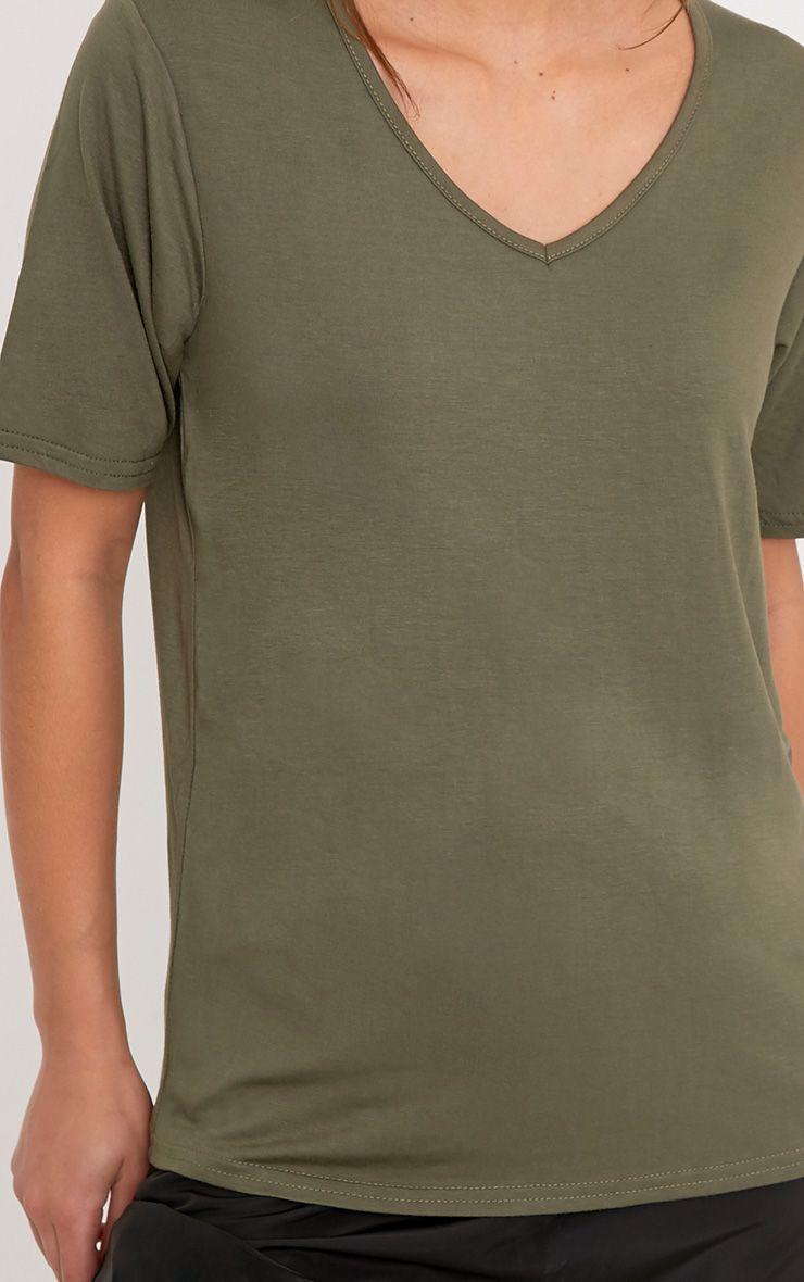 Basic t-shirt surdimensionné kaki col en V 5